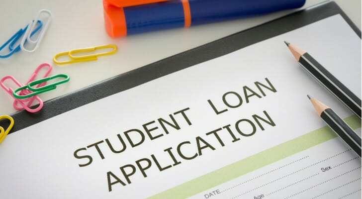 How do you qualify for a stafford loan?